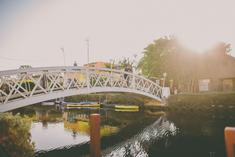 venice-canals-engagement-photos-12